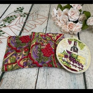 Handmade fabric pot holders grapes wine red green